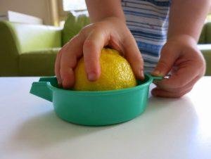 Опыты с лимоном